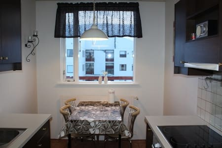 Cosy apartment on 3rd/top floor. - Akureyri