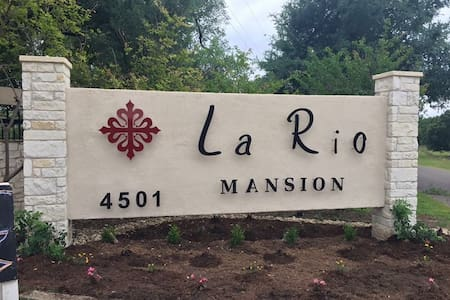 La Rio Mansion..A Beautiful Spanish Style Mansion - Belton