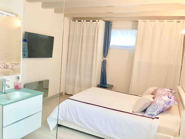 Independent and comfortable room in Hendaye
