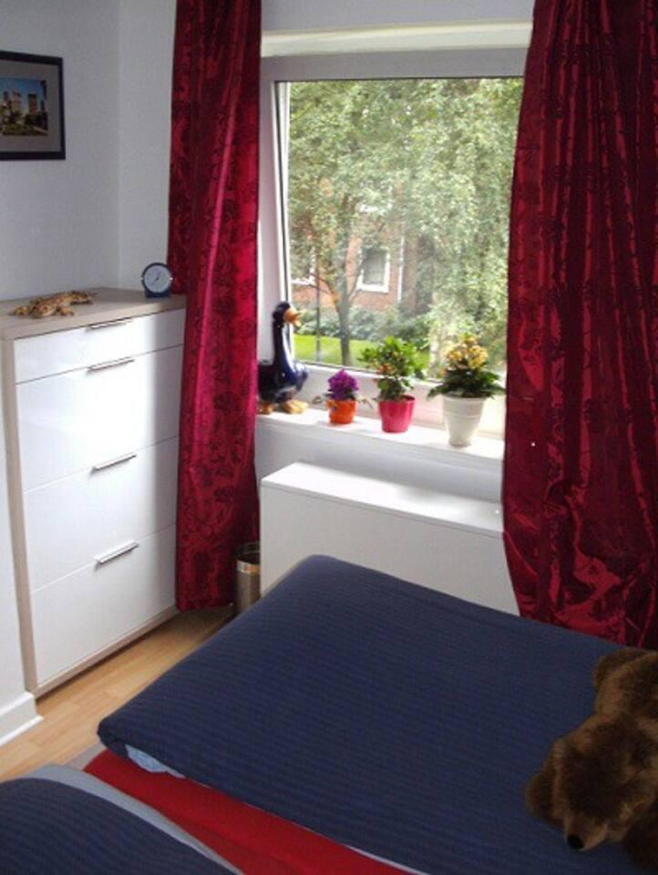 Schlafzimmer mit Dopüpelbett (Liegefläche 1,80m x 2,00m )