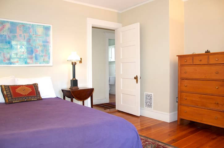 City's Hippest Location/Two Bedrooms