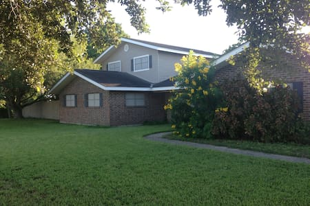 Comfy, Quiet, Convenient En Suite with Pool - Weslaco - House