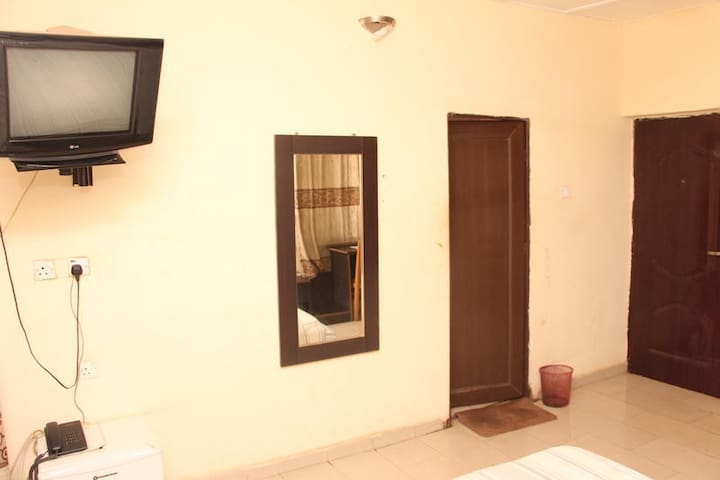 Sapphire Guest House-Ambassador Room