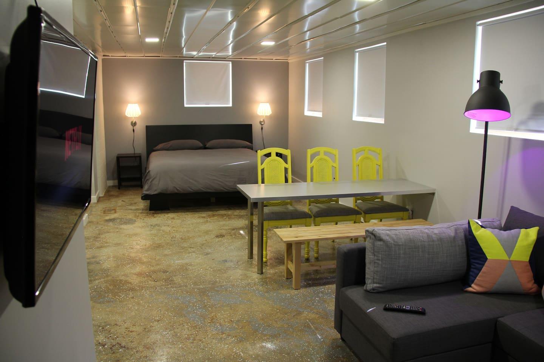 Modern Studio/Apartment of 600sqf