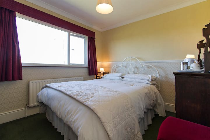 Double Room with Ensuite 1