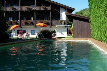 Apartments w/ balcony, garden& pool - Fié allo Sciliar
