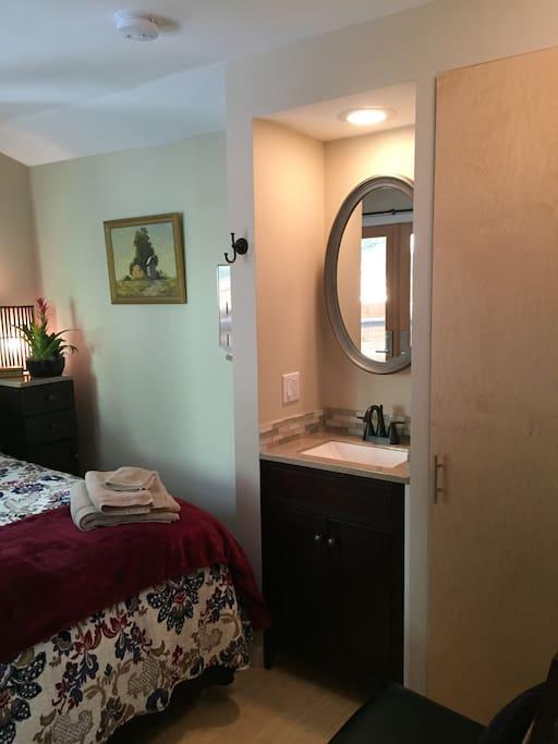 Ruby Room en suite sink and vanity