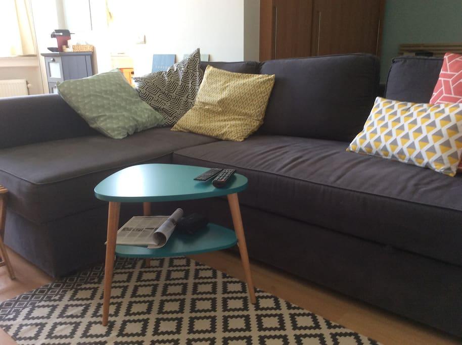 le divan-lit offre un couchage de 140cm
