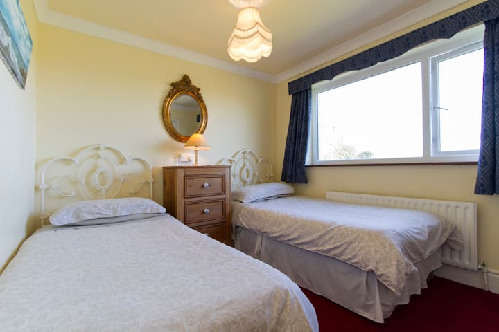 Twin Room with Ensuite - Renvyle - Bed & Breakfast