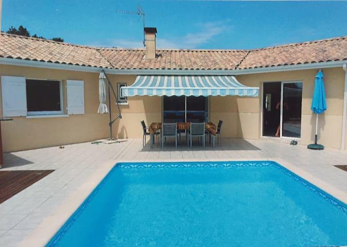 Chambres belle maison avec piscine - Lagorce - Oda + Kahvaltı