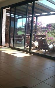 Habitación en linda casa con jardin - Lajares