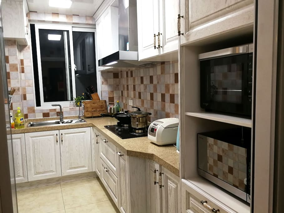 『枫墅』共享厨房,微波炉+烤箱