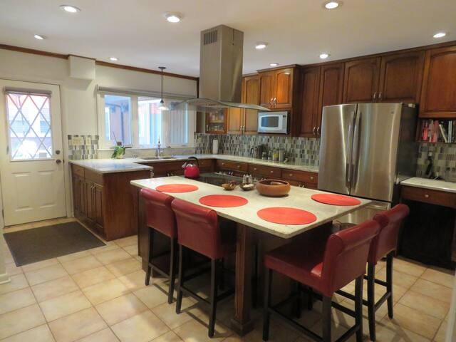 Quiet spacious home near colleges, culture, & fun. - Piscataway Township - Hus