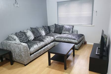Luxury 1 bedroom service apartment with Netflix