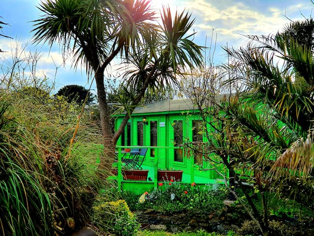 Palm Cottage, private, peaceful and self contained