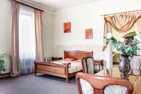3 rooms, deluxe, jacuzzi, centre - L'viv - Apartment