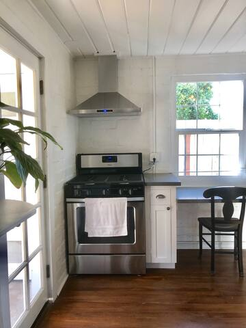 Charming Private Executive Bungalow near Downtown