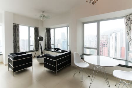 Amazing loft located at the 34th floor in Mid Levels with a breathtaking view of the Hong Kong Bay and Kowloon. Fully furnished, washing machine + dryer, big fridge, Internet, wifi, speaker, oven etc etc... There is also a outdoor swimming pool opens during summer ! Don't forget your swimming suit !