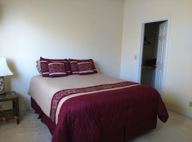 Bedroom 1: One queen sized bed