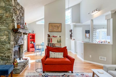 Family Getaway - Close to Downtown!