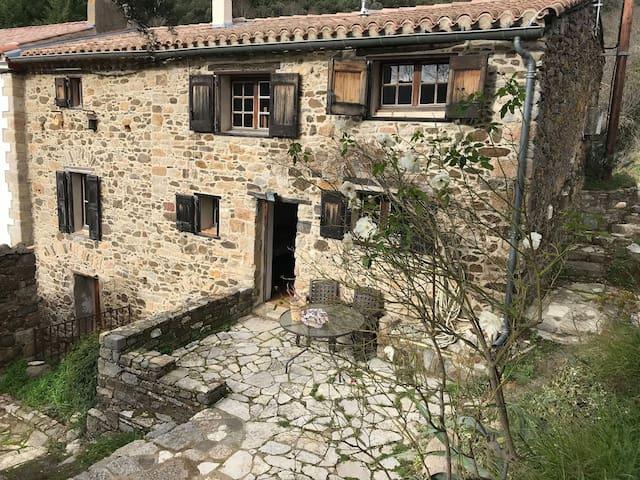Maison typique à Palairac