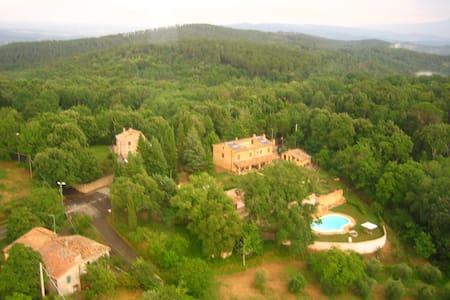 Schöne Ferienwohnung mit Pool, Garten und Aussicht - Iesa