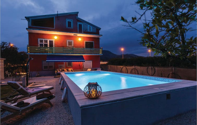 Holiday cottage with 4 bedrooms on 123 m² in Opuzen