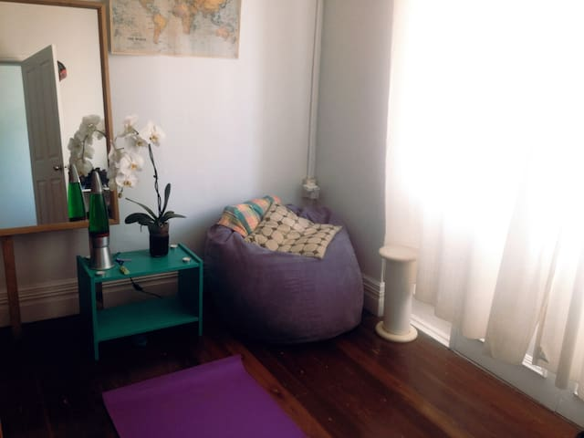Centrally located, large Inner West room - Lewisham