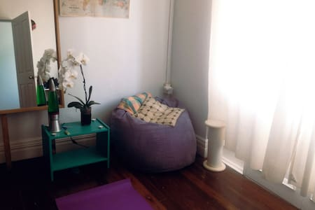 Centrally located, large Inner West room - Lewisham - 獨棟