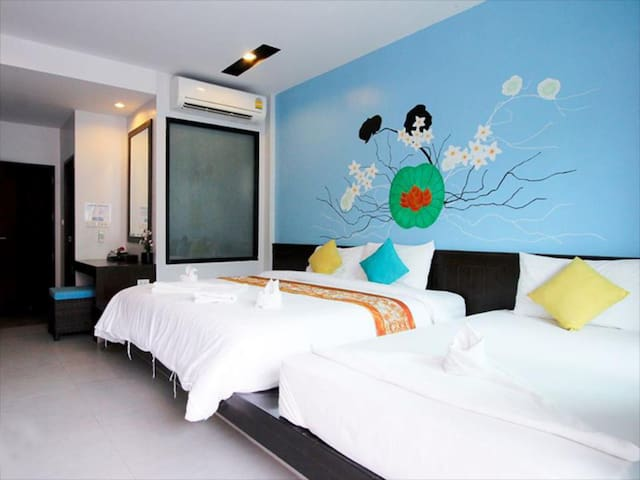 Room Right Off FULL MOON PARTY BEACH! 4-Person Max