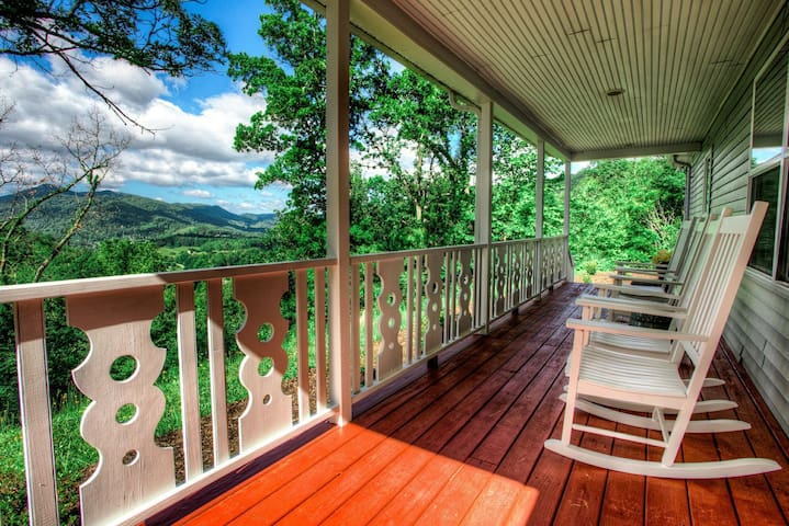 Mountain Cottage - Relaxing, Close to Asheville & everything/Navitat - Views!