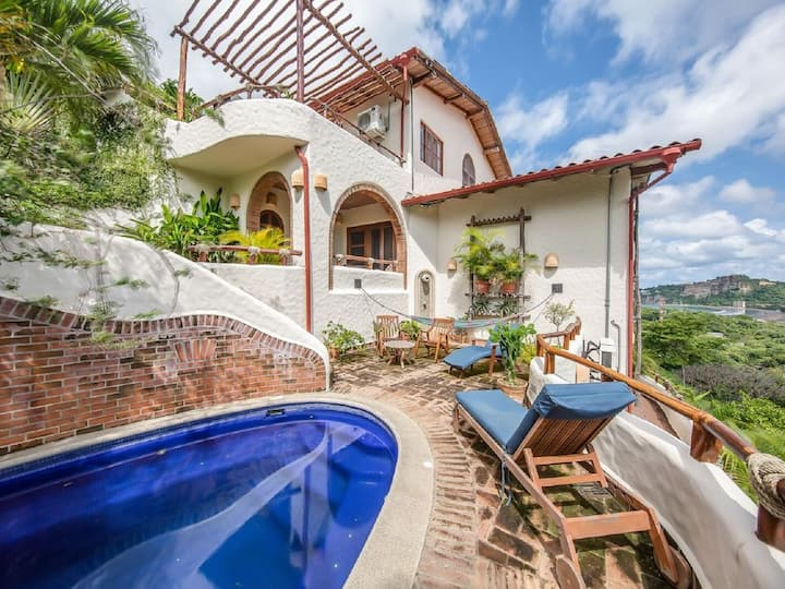 Charming & Spacious Villa with Eye-Catching Views