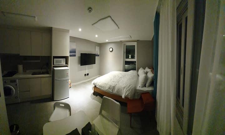 영종도펜션2인실/비대면입실/독립공간/호텔식비품/실내BBQ/유럽식조식제공/취사도구완비