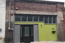 City Centre Loft - Indoor Swing + Artist Residency