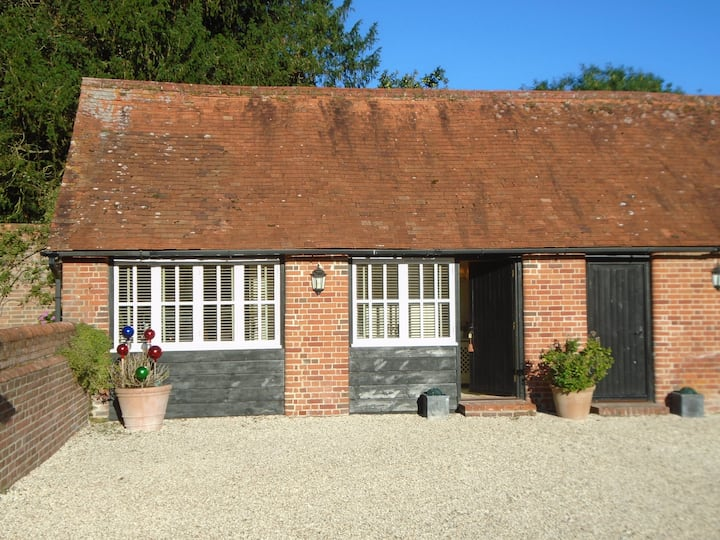 Charming Cottage 1, Tennis Court & Airstrip (PPR)