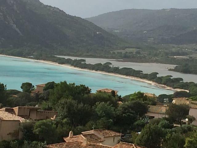 Baie de Santa Giulia et son étang