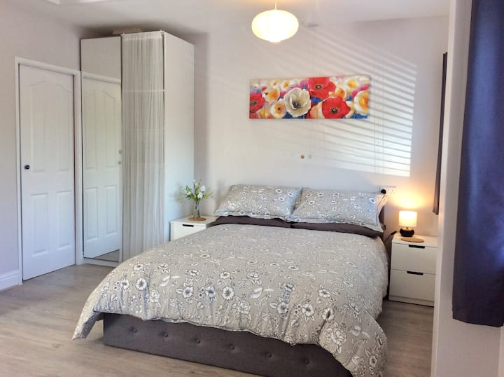 Modern self contained Annexe in village setting