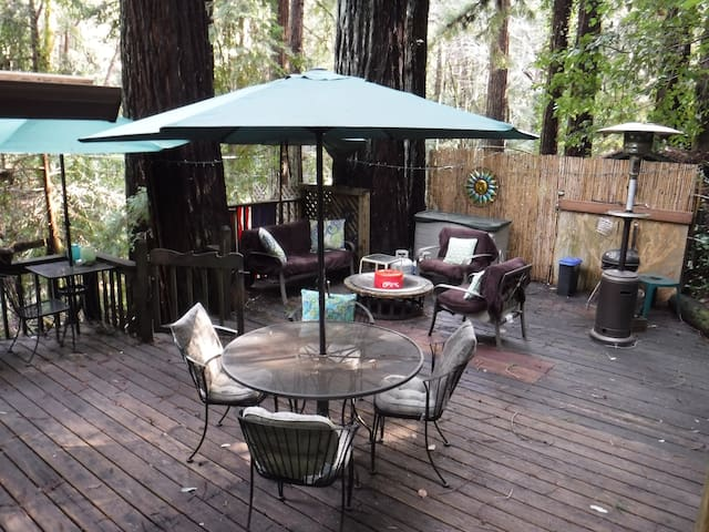 Redwood Mountain Hideaway near Santa Cruz and lake - Felton