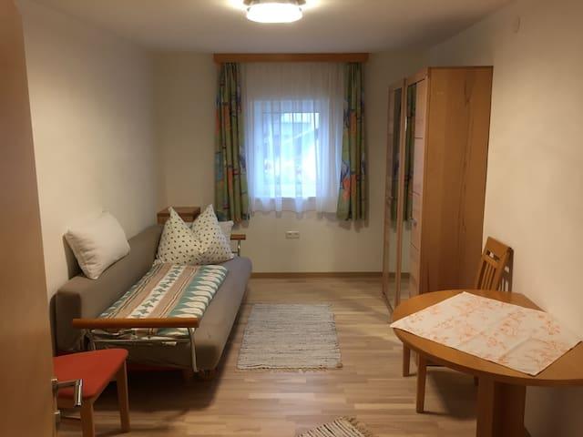 Zimmer 2 mit Klappsofa für 1 Erwachsenen oder 2 Kinder