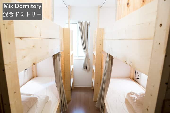 Mixed Dormitory IZA Enoshima Guest House & Bar