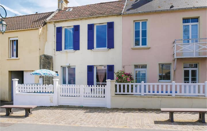 Nice home in Arromanches-les-Bains with 2 Bedrooms
