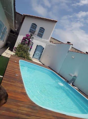 Linda casa, 2 piscinas e churrasqueira em Itanhaém