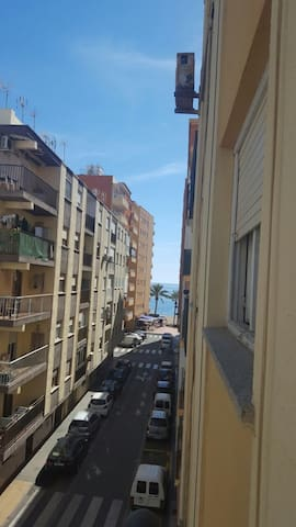 Confortable single/double room 1min from the beach