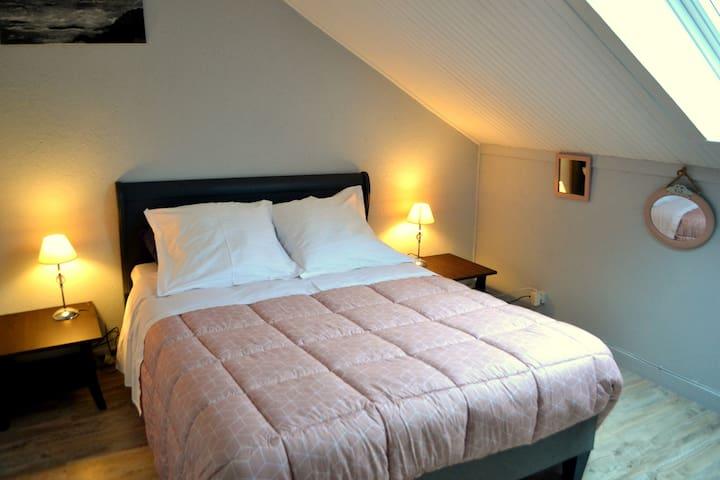 Appartement spacieux  à l'étage d'une maison