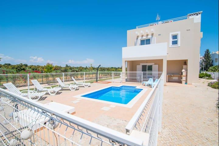 Casa das Árvores Villa V4 with private pool