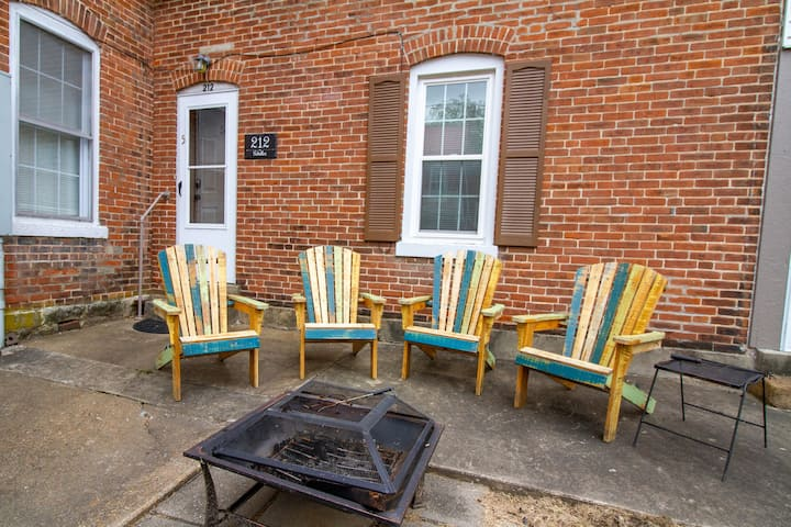 Suite 5 -2 BR suite in the heart of all the action