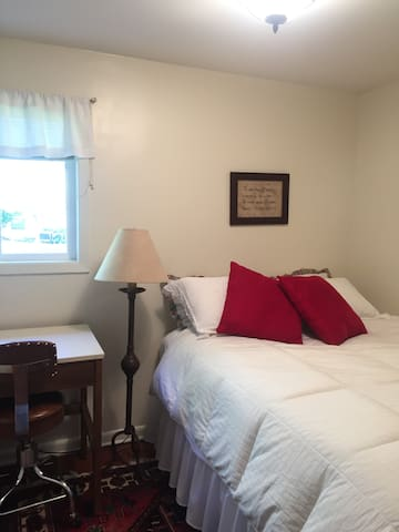 Comfy room in a warm inviting - Kalispell - Rumah