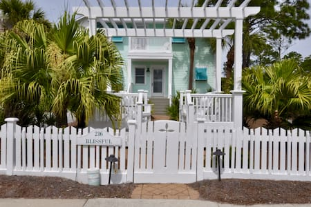 Blissful Beach Cottage Steps from White Sand