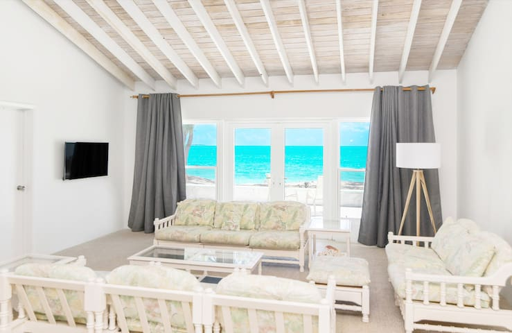 Beachfront White Palm Villa- Tar Bay, Great Exuma