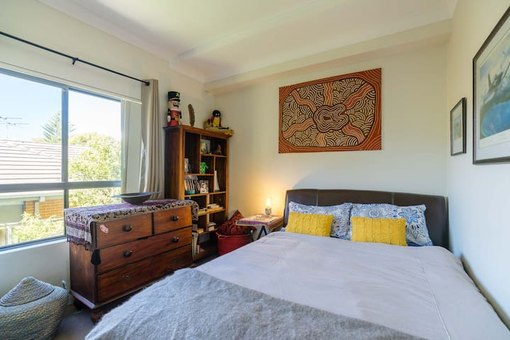 Sunny spacious apartment - Brookvale - Byt
